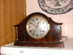 Winterhalder Hofmeier striking mantle clock